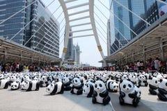 Bangkok, Tailandia - 8 de marzo de 2016: Viaje del mundo de 1600 pandas Fotografía de archivo