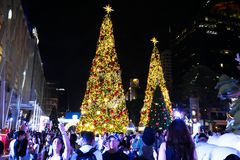 BANGKOK, TAILANDIA - 21 DE NOVIEMBRE DE 2017: Feliz Navidad y feliz Imágenes de archivo libres de regalías