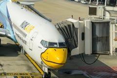 Bangkok, Tailandia - 29 de octubre de 2015: El aeroplano en el terminal de Don Mueang Internation Airport (DMK) Fotos de archivo