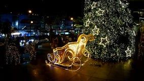 BANGKOK TAILANDIA: 13 DICEMBRE 2017: Luci e decorazioni di Natale alla notte archivi video