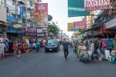 BANGKOK, TAILANDIA - 21 dicembre 2017: Strada di Khaosan di mattina La strada di Khao San è hotel bassi famosi di un bilancio e l Fotografia Stock Libera da Diritti