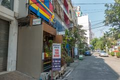 BANGKOK, TAILANDIA - 24 dicembre 2017: Vista del sukhumvit 8 di soi Fotografia Stock Libera da Diritti