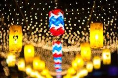 BANGKOK, TAILANDIA - DICIEMBRE 27,2015: Colorido de la lámpara fastival Foto de archivo libre de regalías