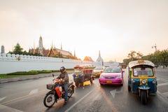 BANGKOK - TAILANDIA, EL 28 DE DICIEMBRE: Templo magnífico del palacio, señales de Bangkok el 28 de diciembre de 2015, Bangkok, Ta Foto de archivo libre de regalías