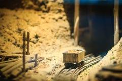 Bangkok-Tailandia, el 15 de julio de 2017: Pequeño modelo de la explotación minera y del quarr Imágenes de archivo libres de regalías