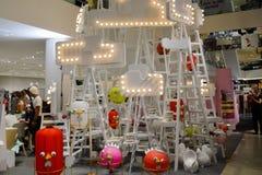 Bangkok, Tailandia: 29 gennaio 2017 all'evento di Siam Discovery Chinese New Year La lampada artificiale è una forma di uccelli Fotografie Stock