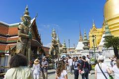 Bangkok, Tailandia - 2 gennaio 2018: I turisti sconosciuti hanno ammucchiato la i Fotografia Stock Libera da Diritti