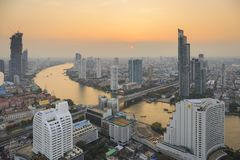 BANGKOK, TAILANDIA - 20 GENNAIO 2018: Vista dello scape della città dal lebua alla torre dello stato immagine stock libera da diritti