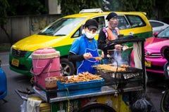 Bangkok, Tailandia - 20 giugno 2018: Alimento della via a Bangkok Fotografie Stock