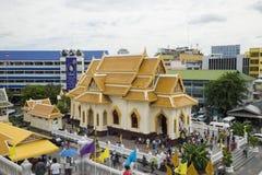 Bangkok, Tailandia - 28 giugno 2015: Piccolo tempio in Wat Trimitr Vityaram Voravihahn Temple del Buddha dorato a Bangkok, Thaila Fotografia Stock