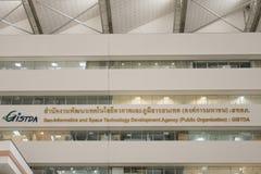 BANGKOK, TAILANDIA - GIUGNO 05,2016: Pubblico dell'agenzia per lo sviluppo di tecnologia spaziale e di Geo-informatica fotografia stock