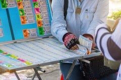 BANGKOK, TAILANDIA - 23 GIUGNO 2018: Venditore e governo tailandese l fotografie stock