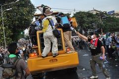 Bangkok/Tailandia - 12 02 2013: I dimostranti insorgono e prendono il HQ metropolitano della Camera della polizia Fotografie Stock Libere da Diritti