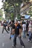 Bangkok/Tailandia - 12 02 2013: I dimostranti insorgono e prendono il HQ metropolitano della Camera della polizia Fotografia Stock Libera da Diritti