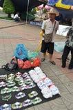 Bangkok/Tailandia - 08 05 2013: Il blocchetto giallo delle camice ed occupa Lumphini Fotografia Stock Libera da Diritti