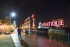 BANGKOK TAILANDIA, IL 10 FEBBRAIO: ASIATIQUE la fabbrica di lungofiume Fotografia Stock Libera da Diritti
