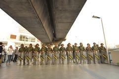 Bangkok/Tailandia - 05 24 2014: L'esercito e la polizia prendono il controllo di Pathum pallido immagini stock