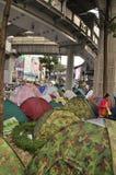 Bangkok/Tailandia - 01 14 2014: Le camice gialle bloccano ed occupano l'incrocio pallido di Pathum come componente dell'operazion immagine stock libera da diritti