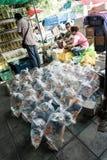 Bangkok, Tailandia - 23 luglio 2015: La gente non identificata è tradi Fotografia Stock