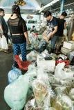 Bangkok, Tailandia - 23 luglio 2015: La gente non identificata è tradi Immagini Stock
