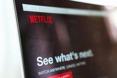 BANGKOK, TAILANDIA - 30 maggio 2017: Chiuda sull'icona di Netflix app sullo schermo del computer portatile Netflix è una sottoscr immagini stock libere da diritti