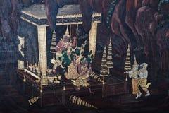 Bangkok, Tailandia - 18 maggio 2019: Le pitture murale di Ramakian Ramayana lungo le gallerie del tempio di Emerald Buddha, fotografia stock