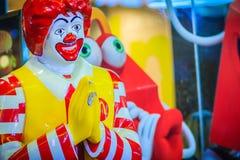 Bangkok, Tailandia - 2 marzo 2017: Bambola di Mc Donald's nel cul tailandese Immagini Stock Libere da Diritti