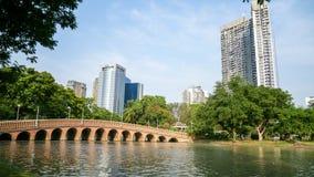 BANGKOK, TAILANDIA - 8 MARZO 2017: Il richiamo lungo del ponte a ser Fotografia Stock