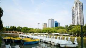 BANGKOK, TAILANDIA - 8 MARZO 2017: Le barche sono rapide servire Immagini Stock