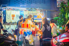 Bangkok, Tailandia - 2 marzo 2017: Mango con riso appiccicoso ed il franco Fotografia Stock Libera da Diritti