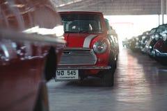 BANGKOK, TAILANDIA - 1° MARZO 2017: retro automobili d'annata che parcheggiano nel museo dell'automobile di Jesada Fotografia Stock