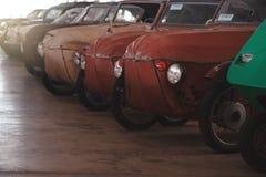 BANGKOK, TAILANDIA - 1° MARZO 2017: retro automobili d'annata che parcheggiano nel museo dell'automobile di Jesada Fotografia Stock Libera da Diritti