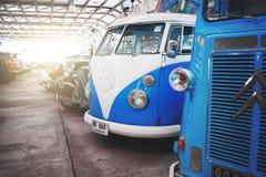 BANGKOK, TAILANDIA - 1° MARZO 2017: retro automobili d'annata che parcheggiano nel museo dell'automobile di Jesada Immagini Stock