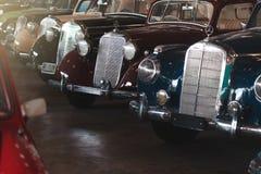 BANGKOK, TAILANDIA - 1° MARZO 2017: retro automobili d'annata di Mercedes che parcheggiano nel museo dell'automobile di Jesada Immagine Stock Libera da Diritti