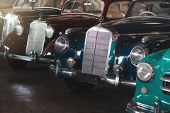 BANGKOK, TAILANDIA - 1° MARZO 2017: retro automobili d'annata di Mercedes che parcheggiano nel museo dell'automobile di Jesada Fotografia Stock