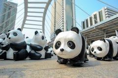 Bangkok, Tailandia - 8 marzo 2016: un campo di 1600 della carta panda di Mache Immagini Stock