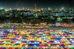 Bangkok, Tailandia, mercato Ratto-cha-da di notte del treno immagine stock