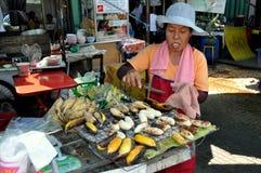 Bangkok, Tailandia: Mujer que vende plátanos fritos Fotos de archivo libres de regalías