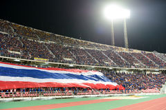 BANGKOK TAILANDIA NOV12: 2015 fans no identificadas de ayuda de Tailandia Imagen de archivo libre de regalías