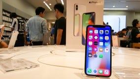 BANGKOK, TAILANDIA - 25 NOVEMBRE 2017: il iPhone X sta mostrando a è Fotografia Stock Libera da Diritti