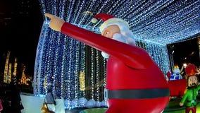 BANGKOK TAILANDIA: 29 NOVEMBRE 2017: Luci e decorazioni di Natale alla notte video d archivio