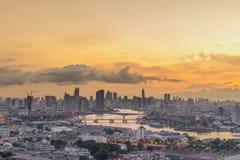 Bangkok, Tailandia 5 ottobre Condominio costoso di LPN al crepuscolo con Chao Fotografia Stock
