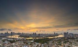 Bangkok, Tailandia 5 ottobre Condominio costoso di LPN al crepuscolo con Chao Fotografie Stock Libere da Diritti