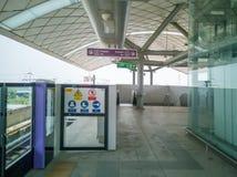 Bangkok, Tailandia - 26 ottobre 2018: Linea porpora di MRT fra TAO-Poon al Khlong-colpo-Phai Porpora metropolitana di MRT di tran fotografia stock