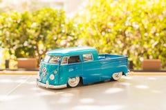 BANGKOK, TAILANDIA - 16 OTTOBRE 2017: Modello del giocattolo dell'automobile con sfuocatura background2017 all'aperto Fotografie Stock