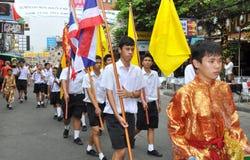 Bangkok, Tailandia: Parata dell'allievo sulla strada di Khao San Immagini Stock