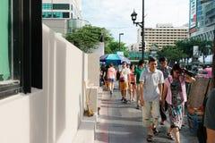 BANGKOK, TAJLANDIA †'†'LIPIEC 25, 2015 miasto życie boczna ulica wewnątrz Obrazy Stock