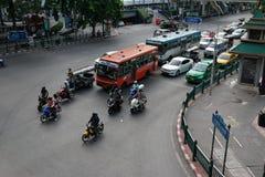 BANGKOK, TAJLANDIA †'†'LIPIEC 25, 2015 ruch drogowy przy Ratchaprasong Zdjęcie Stock