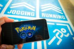 BANGKOK, TAJLANDIA †'Sierpień 12,2016: Pokemon Iść mobilna gra app Obraz Royalty Free