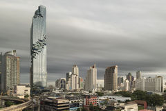 Bangkok, Tajlandia: Aug 4, 2016: MahaNakhon budynek, Bangkok, Tajlandia fotografia royalty free
